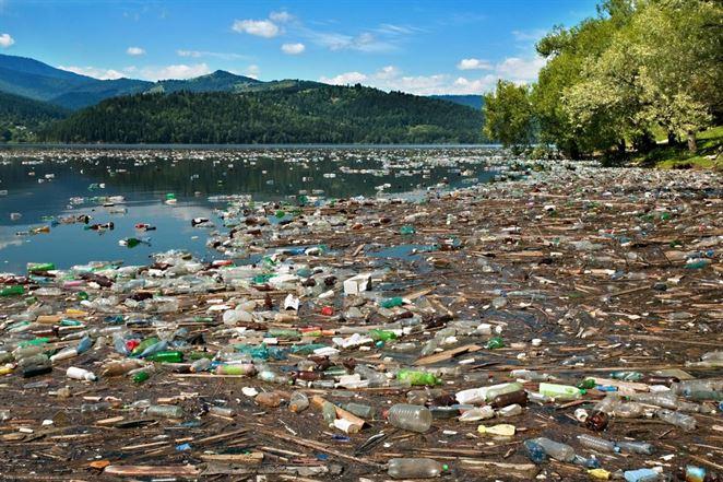 Zákaz plastových tašiek obchodníci v Indonézii odmietajú, vláda teraz pritvrdzuje