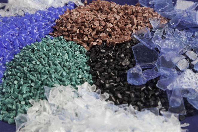 Výrobné kapacity pre bioplasty majú rásť napriek nízkym cenám ropy