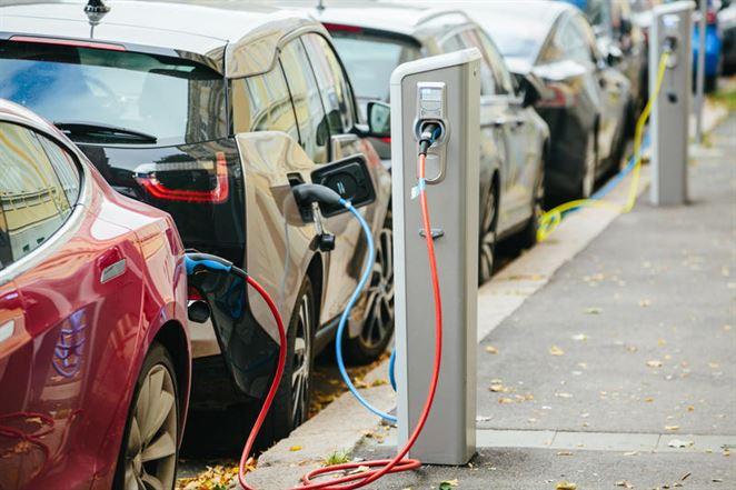Boom elektromobilov teší ťažobné spoločnosti