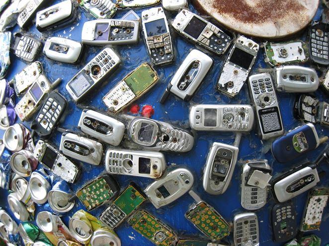 V súťaži sa vyzbieralo viac ako 25 000 starých mobilov
