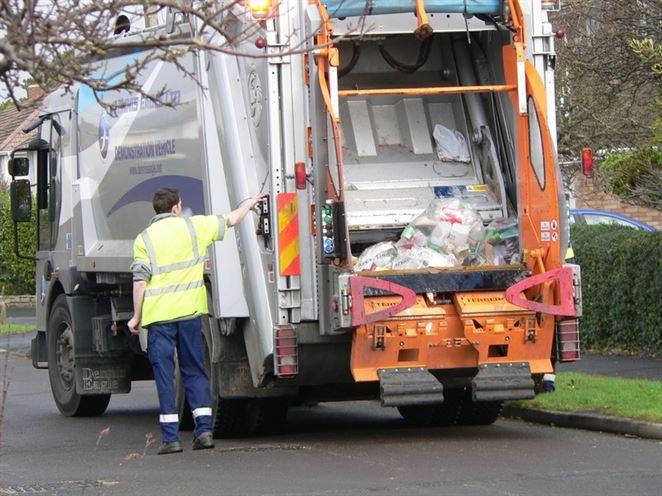 V ktorých okresných mestách platia Slováci za komunálny odpad najviac? (Analýza)