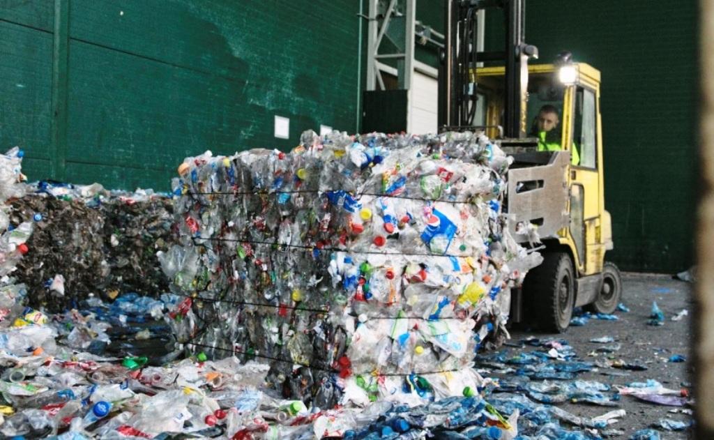 Recyklátor PET fliaš chce výrazne rozšíriť svoje kapacity na strednom Slovensku