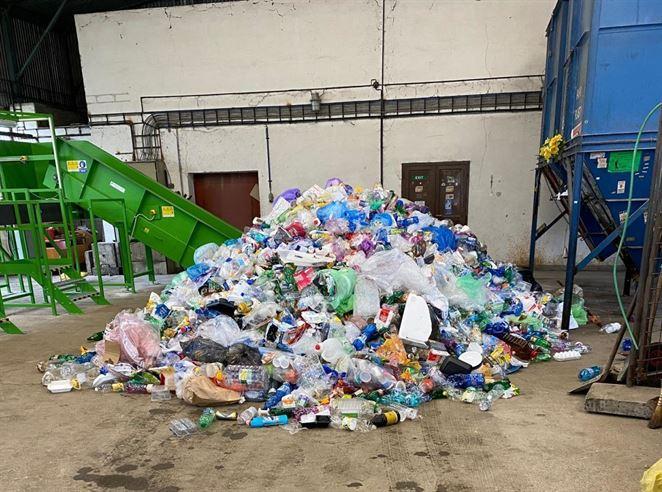 Novú dotrieďovaciu linku na plastový odpad inštalovali v Púchove