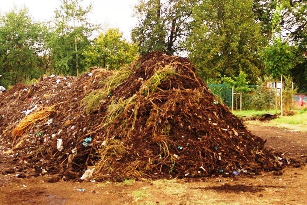 Pretláčať kompostovanie nemá zmysel, ak pre kompost nevznikne odbyt (píše Marek Hrabčák)