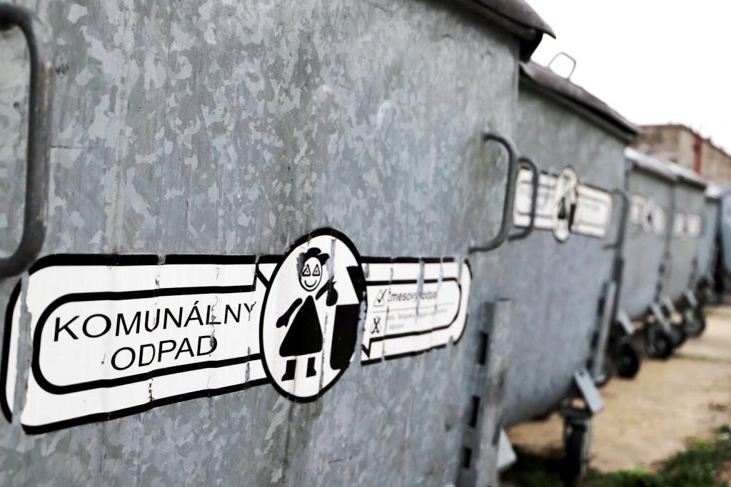 Slovensko v rámci V4 vedie v skládkovaní aj v recyklácii. Ako je to možné?