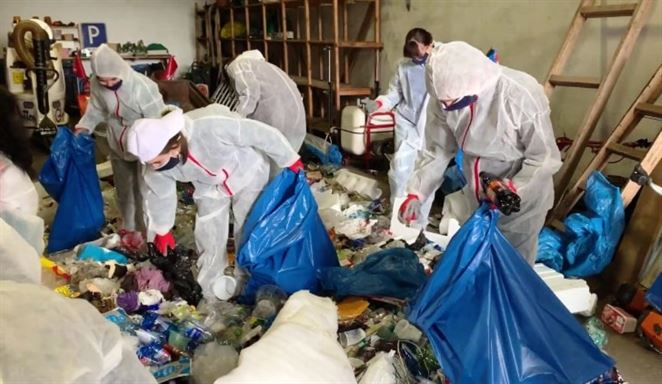 Dobrovoľníci v Senci pomohli analyzovať vytriedené plasty. Pozrite si, čo našli