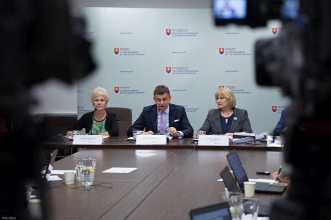 Riešenie skládky vo Vrakuni sa podľa MŽP pohlo ďalej ako za celé desaťročia