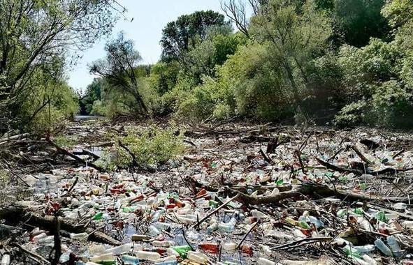 Na Slovensko priplávali tony plastového odpadu z Ukrajiny