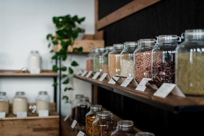Nákupy zero waste v čase koronavírusu: Ako riešia situáciu bezobalové obchody?