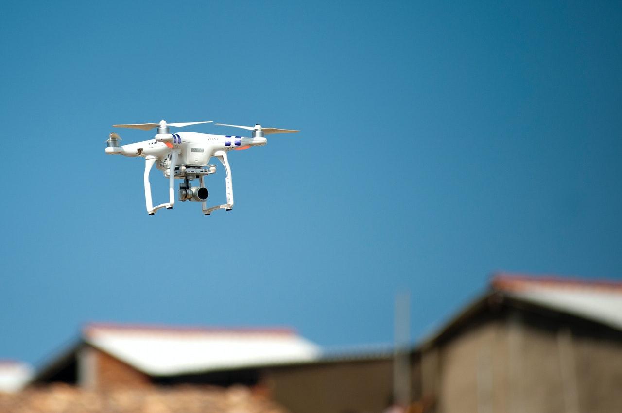 Problém s voľne pohodenými odpadkami pomôžu riešiť drony