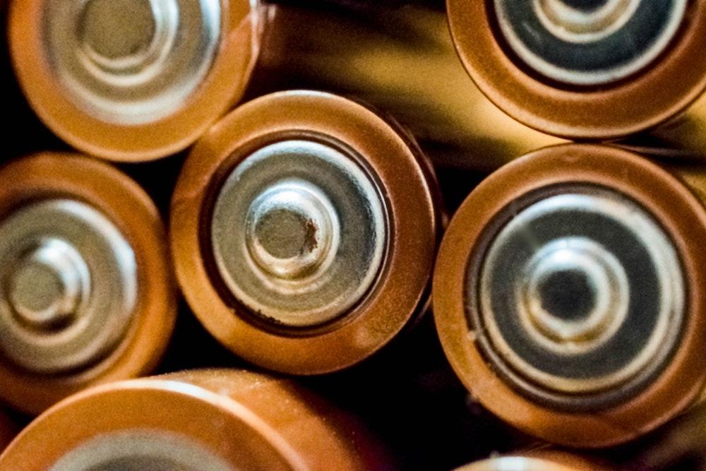 Nová metóda recyklácie batérií sa zaobíde bez drvenia a tavenia