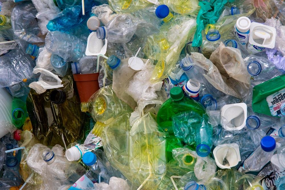 Dovezený plastový odpad má pre rozvojové krajiny hospodársky prínos, naznačuje štúdia