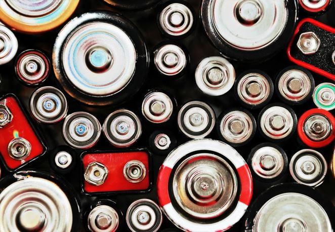 V Singapure vyvinuli ekologickú metódu recyklácie batérií pomocou ovocných šupiek