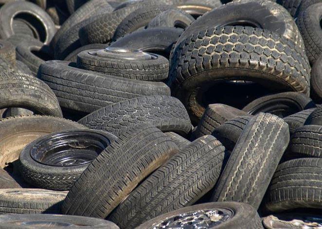 V Štúrove sa majú recyklovať plasty a pneumatiky, obyvatelia to odmietajú