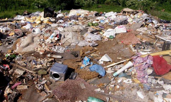 Ďalšia nelegálna skládka znečisťuje podzemné vody