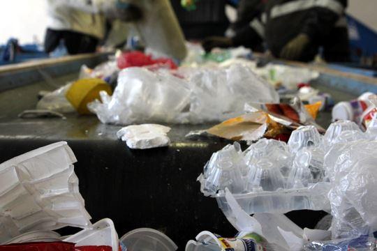 Odpadárske spoločnosti bijú na poplach:  Triedenie odpadu je ohrozené