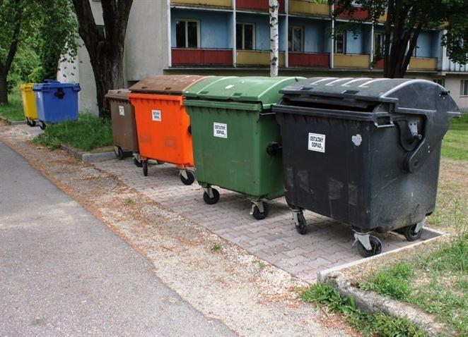 Odpadová legislatíva sa často mení a OZV nemotivujú obce triediť odpad, sťažujú sa samosprávy