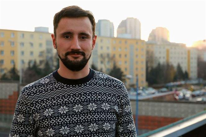 Editoriál: Spomaľte, pán minister