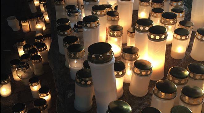 Odpad na cintorínoch: Ako spôsobujeme znečistenie aj po smrti