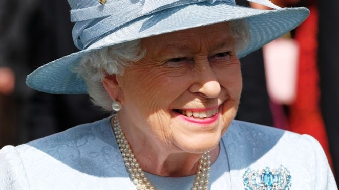Alžbeta II. zakázala plastové poháre aj slamky. Otriasol ňou dokument o znečistení