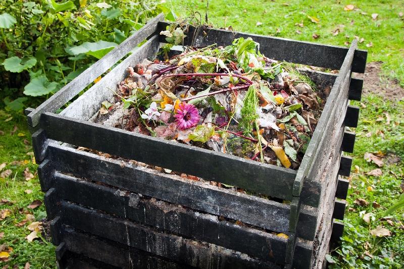 Priatelia Zeme – SPZ: Spaľovanie odpadu v záhradách a domácnostiach neumožňuje žiaden zákon