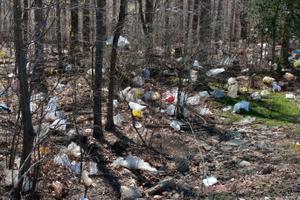 Inšpektori SIŽP vyzbierali tony odpadu
