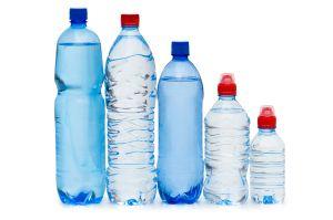 PET fľaše vytláčajú vratné sklo už aj v pivách