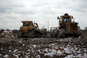 Ako sú využívané príjmy z poplatkov za uloženie odpadov?