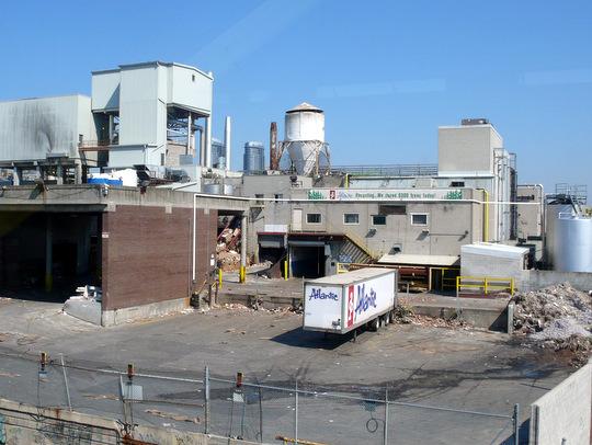 Anketa: Mala by vláda ďalej dotovať investície do infraštruktúry odpadového hospodárstva?