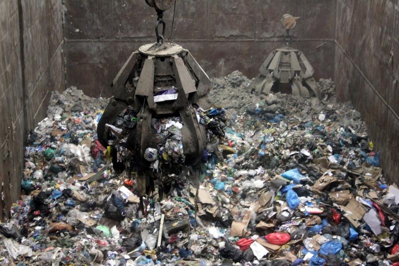 Ministerstvo chce zaviesť poplatok za spaľovanie odpadu. Zaplatí ho občan.