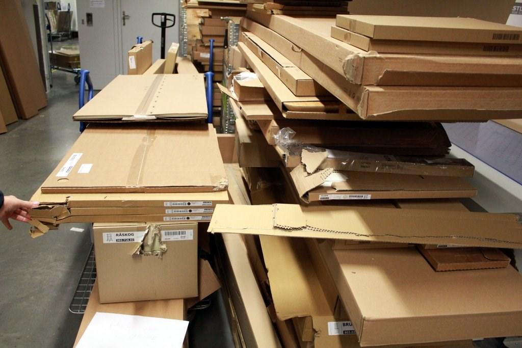 """2c2ab52ff Odpady v IKEA triedia prioritne na mieste a špeciálne dotrieďujú. """"Najmä  plasty selektujeme na menšie komodity. Podobne však roztrieďujeme aj v  iných ..."""